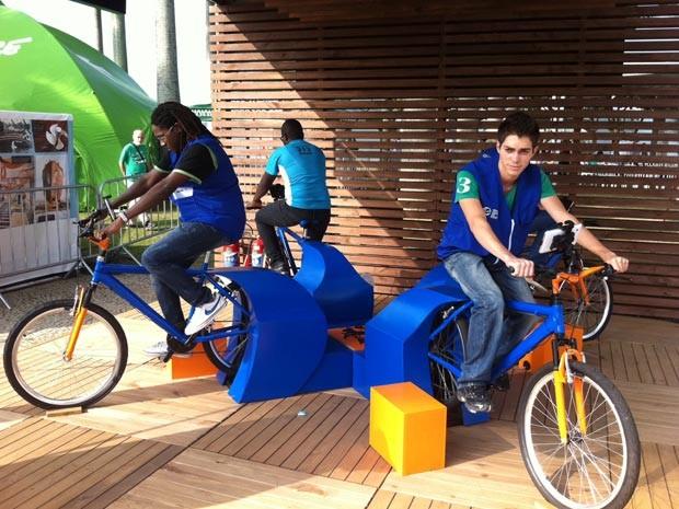 Bicicleta gera energia na Cúpula do Povos