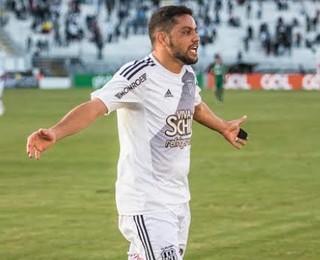 Felipe Azevedo, Ponte Preta x Chapecoense (Foto: Fabio Leoni/ PontePress)