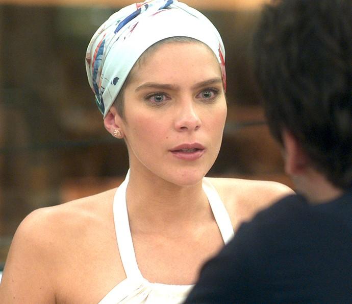 Letícia diz que Helô quer boicotar namoro dela com Tiago (Foto: TV Globo)