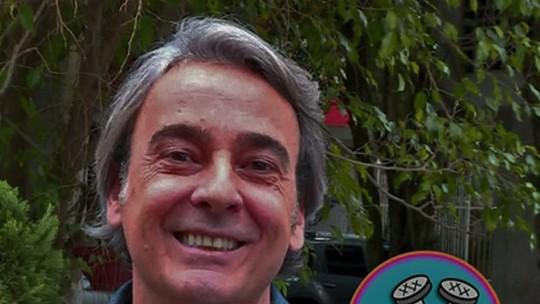 Alexandre Borges repara quando o batom da mulher fica nos dentes e brinca: 'Quebra o charme'