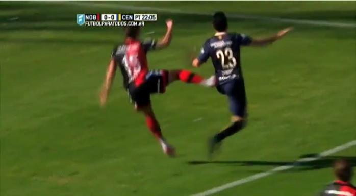 BLOG: Segue o jogo: árbitro da Copa América ignora voadora em clássico argentino