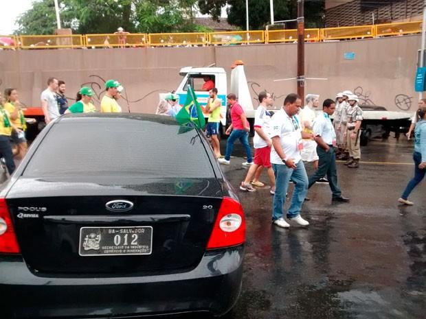 Carro do secretário da Indústria, Comércio e Mineração é flagrado na Arena Fonte Nova (Foto: João Pedro Pitombo/Folhapress)