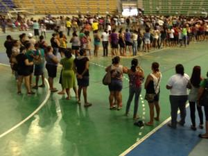 Calendário divugaldo pelo governo da Paraíba não foi obedecido pelo beneficiados do Bolsa Família (Foto: Walter Paparazzo/G1)