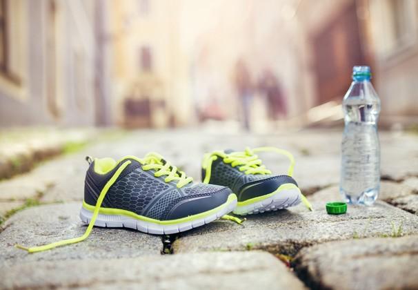 Caminhar regularmente ajuda na redução do peso e de medidas (Foto: Reprodução Shutterstock)
