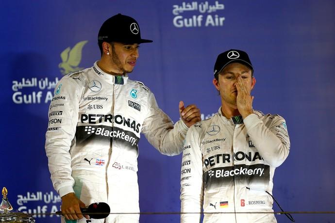 Lewis Hamilton e Nico Rosberg no pódio do GP do Bahrein (Foto: Getty Images)