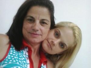 Teresa com a filha, Aline, em São Paulo (Foto: Arquivo familiar)