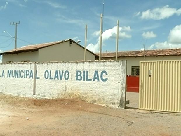 Escola registrou furtos após queda do muro (Foto: Reprodução/TV Anhanguera)