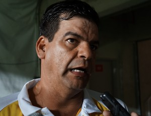 Moacir Júnior, técnico do ABC (Foto: Augusto Gomes/GloboEsporte.com)