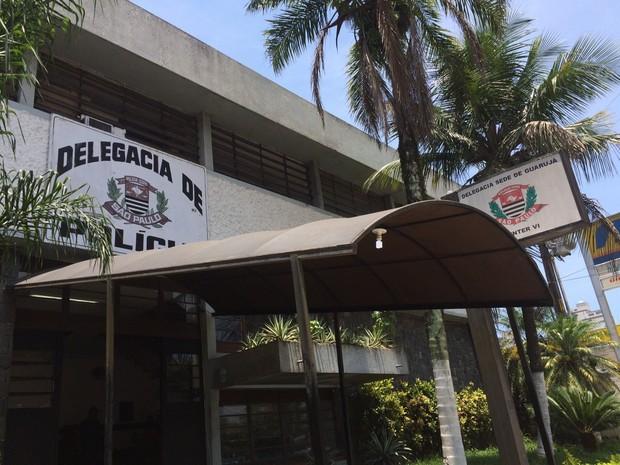 Caso foi encaminhado para a Delegacia Sede de Guarujá (Foto: Guilherme Lúcio / G1)