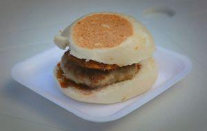 Hambúrguer com molho de iogurte natural