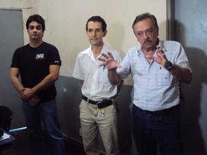 Médicos legistas e reuniram mostrando indignação contra a prisão do colega de trabalho João Rafael.  (Foto: André Almeida )