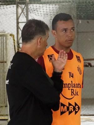 Henrique, lateral, Tupi-MG (Foto: Leandro Colares)