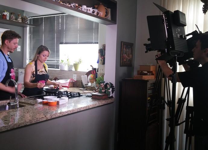 Nutricionista dá dicas de alimentação antes e depois de treinos (Foto: Lívia Andrade/RBS TV)