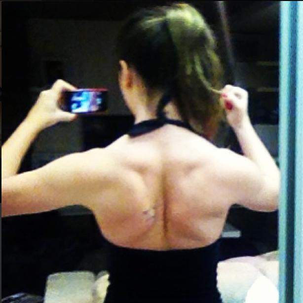 Laisa mostras as costas musculosas (Foto: Reprodução/Instagram)