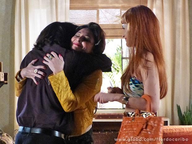 Dom Rafael se emociona ao rever Amparo e Cristal (Foto: Flor do Caribe / TV Globo)