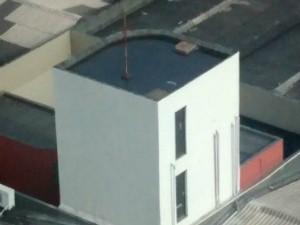Água parada foi flagrada no teto do Tribunal de Contas (Foto: VC no ESTV)