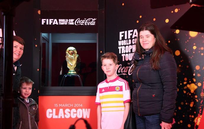 tour da taça da Copa do Mundo em Glasgow (Foto: Rodrigo Faber)