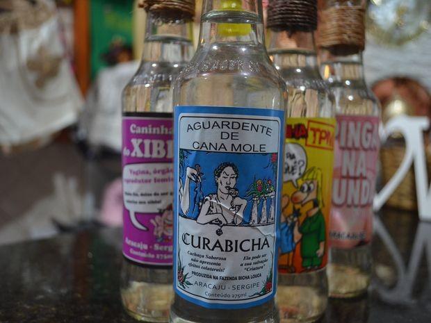 Cachaça mais famosa é a 'Cura Bicha' (Foto: Tássio Andrade/G1)