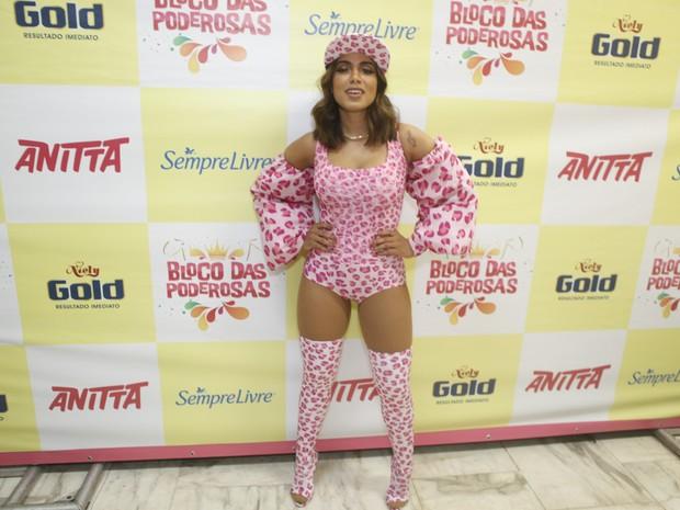 Anitta em bastidores de show no Rio (Foto: Anderson Barros/ EGO)