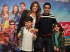 Nívea Stelmann e namorado levam filhos ao teatro: 'Somos uma família'