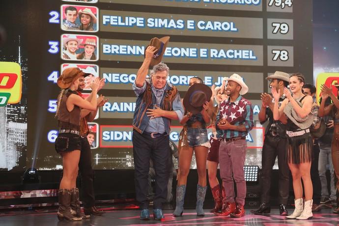 Magal se despede do palco do 'Dança' (Foto: Carol Caminha/Gshow)