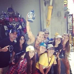 Anitta com a equipe  (Foto: Instagram / Reprodução)