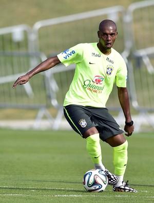 Fernandinho no treino da Seleção (Foto: Gaspar Nóbrega/VIPCOMM)