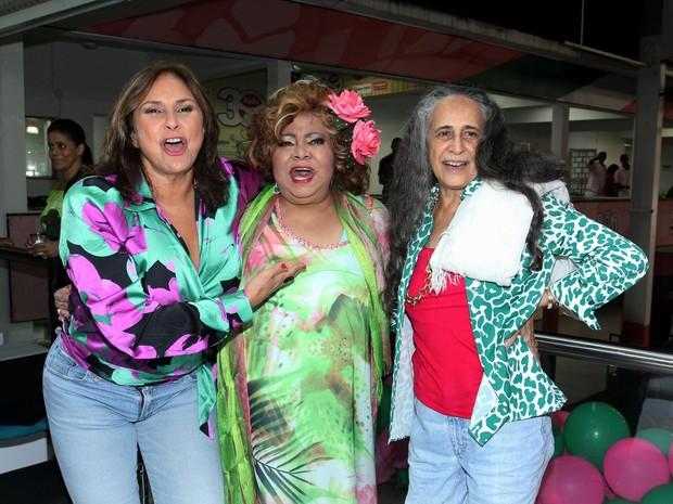 Fafá de Belém, Alcione e Maria Bethânia em festa na quadra da Mangueira, na Zona Norte do Rio (Foto: Alex Palarea/ Ag. News)