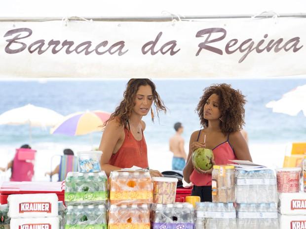 O cenário é a já famosa Barraca de Regina (Foto: Felipe Monteiro/Gshow)