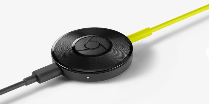 O modelo do Chromecast Audio tem design leve e portátil (Foto: Reprodução/Barbara Mannara)