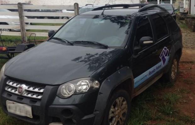 Prefeito de Itauçu é flagrado com carro caracterizado da Receita Federal em Goiás (Foto: Reprodução/ Polícia Civil)