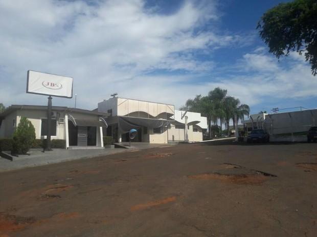 Empresa diz que volume de produção será transferido para outras fábricas (Foto: Rádio Santa Fé FM )