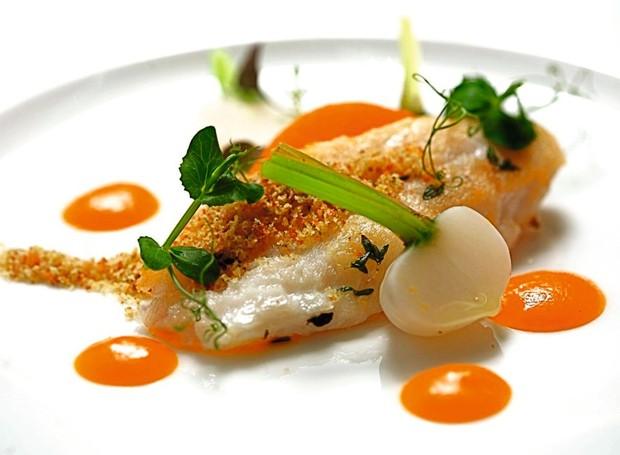 Peixe com ervas e salsa de pimentão, do Zinfandel's (Foto: Divulgação)
