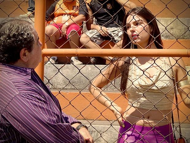 Diógenes joga na cara que Suelen acabou com leandro (Foto: Avenida Brasil/TV Globo)