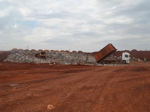 Aterro sanitário de Guatapará recebe 2,2 mil toneladas delixo por dia, de 20 cidades da região de Ribeirão Preto, SP (Foto: Felipe Turioni/G1)