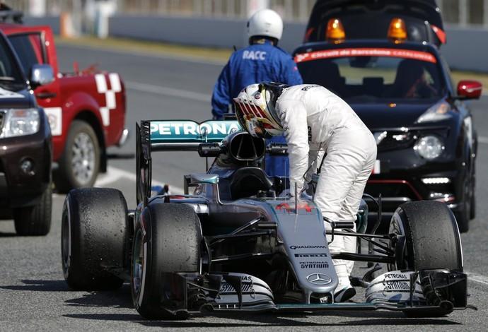 Lewis Hamilton teve problemas em sua Mercedes no último dia de pré-tempodada da F1 (Foto: Divulgação)