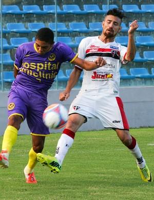 Máxuell tentou, marcou o gol do Ferrão, mas não evitou derrota da equipe (Foto: Kid Júnior/ Agência Diário)