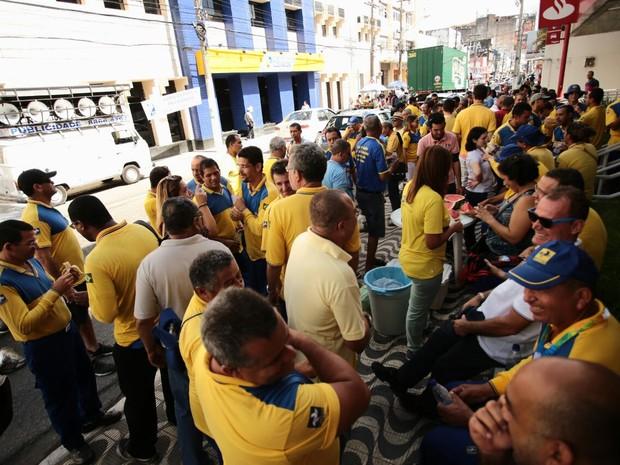 Ato denuncia as carências, os problemas de segurança e a falta das condições de trabalho (Foto: Jonathan Lins/ G1)
