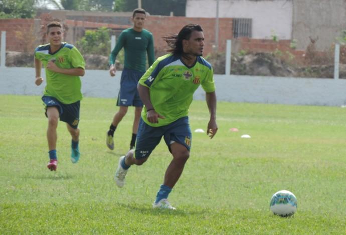 Enercino está confirmado como substituto de Edgar, que sofreu uma lesão no joelho (Foto: Vinicius Bogea /  Sampaio)