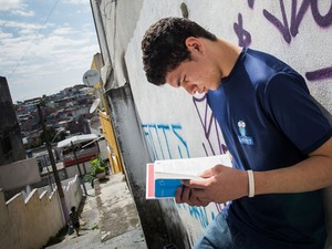 Gustavo Torres da Silva, de 17 anos, quer fazer engenharia nos Estados Unidos (Foto: Victor Moriyama/G1)
