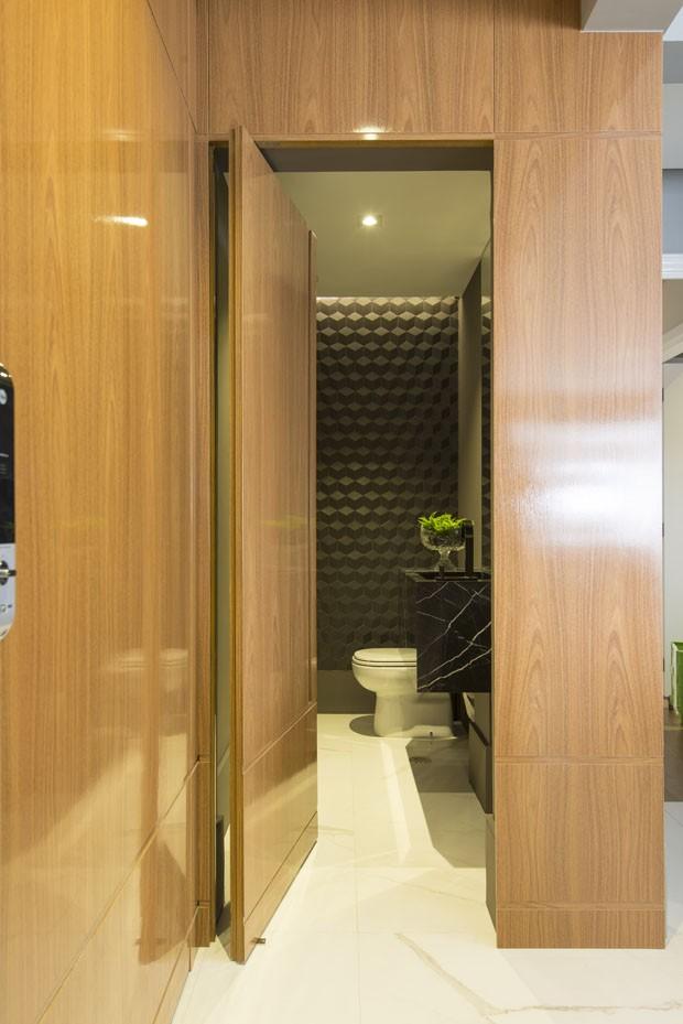 Marcenaria inteligente e pontos de cor transformam apartamento em SP (Foto: Edson Ferreira)