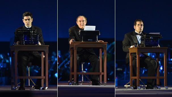 Marcelo Adnet, Renato Aragão e Leandro Hassum em máquinas de escrever no palco do Show 50 Anos (Foto: Globo)