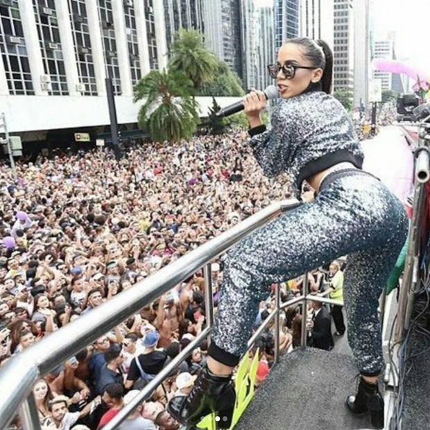 Anitta foi coroada rainha da Parada Gay (Foto: Reprodução/Instagram)