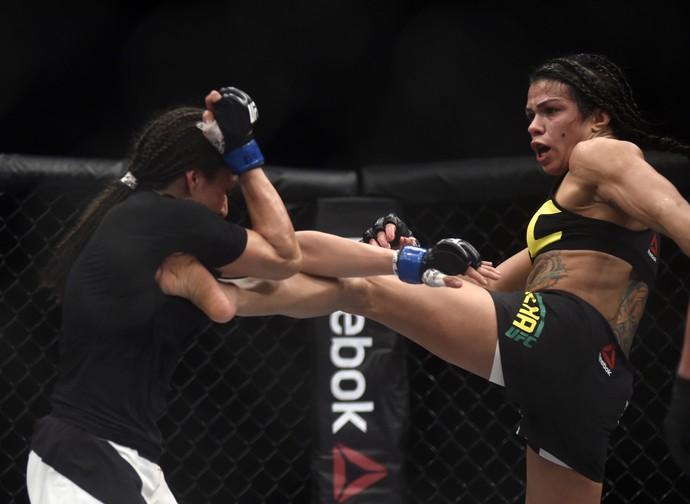 Jessica Aguilar Cláudia Gadelha UFC Rio UFC 190 MMA (Foto: André Durão)