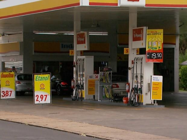 Postos de Ribeirão Preto vendem etanol em média por R$ 2,99 o litro (Foto: Alexandre Sá/EPTV)