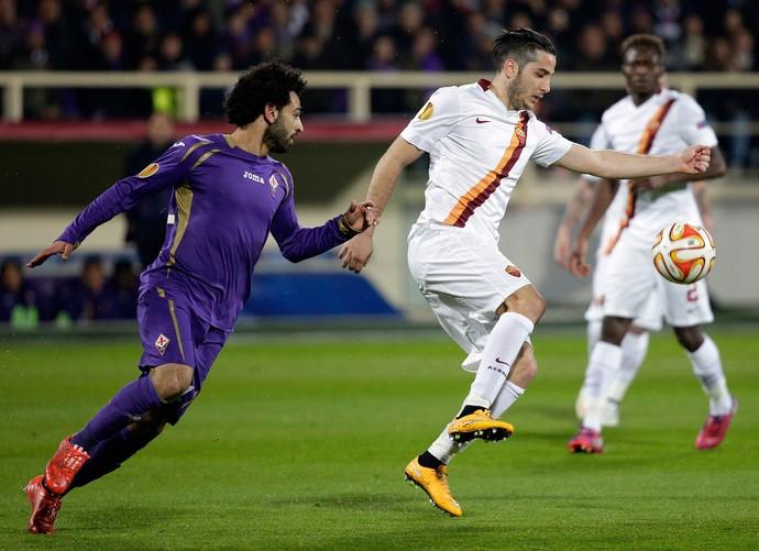 Mohamed Salah e Kostas Manolas, Fiorentina x Roma (Foto: Reuters)