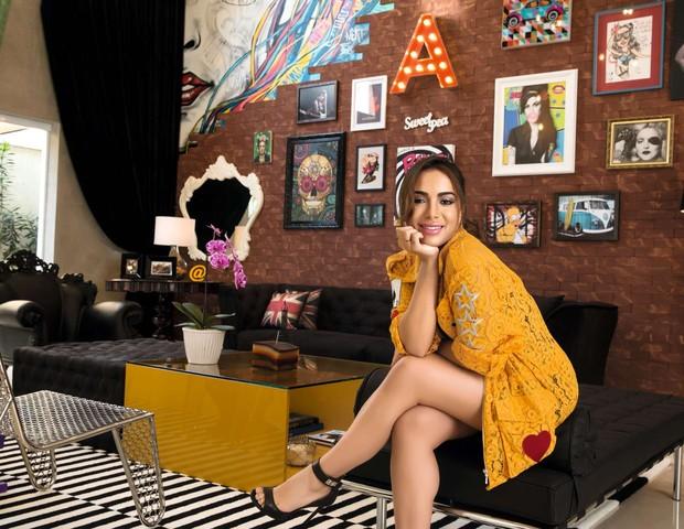 Aos 23 anos, Anitta realiza o sonho de ter uma casa com sua personalidade (Foto: Marcelo Tabach/Ed. Globo)