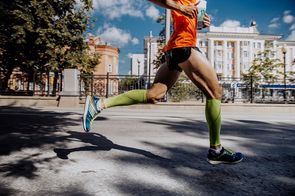Aumentar a cadência ajuda a diminuir o esforço nos joelhos e articulações (Foto: iStock Getty Images)