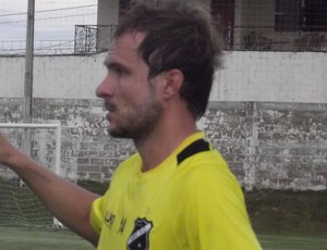 Michel Schmöller, volante do ABC, deve atuar como lateral-direito  (Foto: Klênyo Galvão)