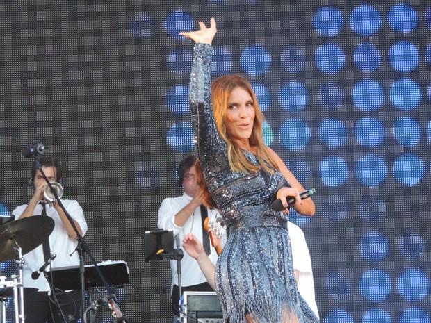 Cantora fez graça com a plateia, que foi ao delírio durante apresentação. (Foto: Katherine Coutinho / G1)